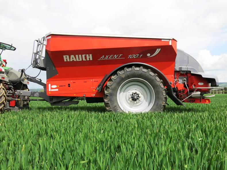 The Rauch Axent 100.1 can be used as a dual purpose machine, and offers mounted spreader accuracy.