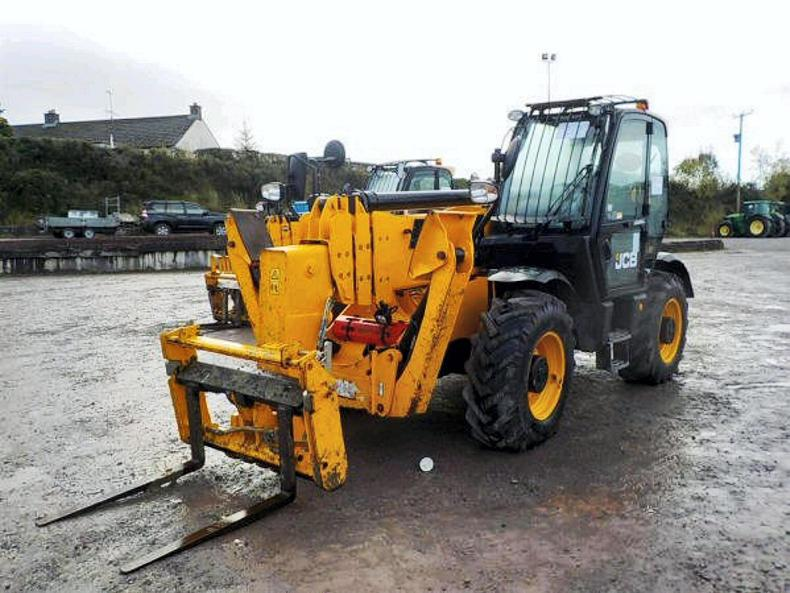 A 2013 JCB 540-170 telehandler with 3,735 hours sold for £40,000 with forks.
