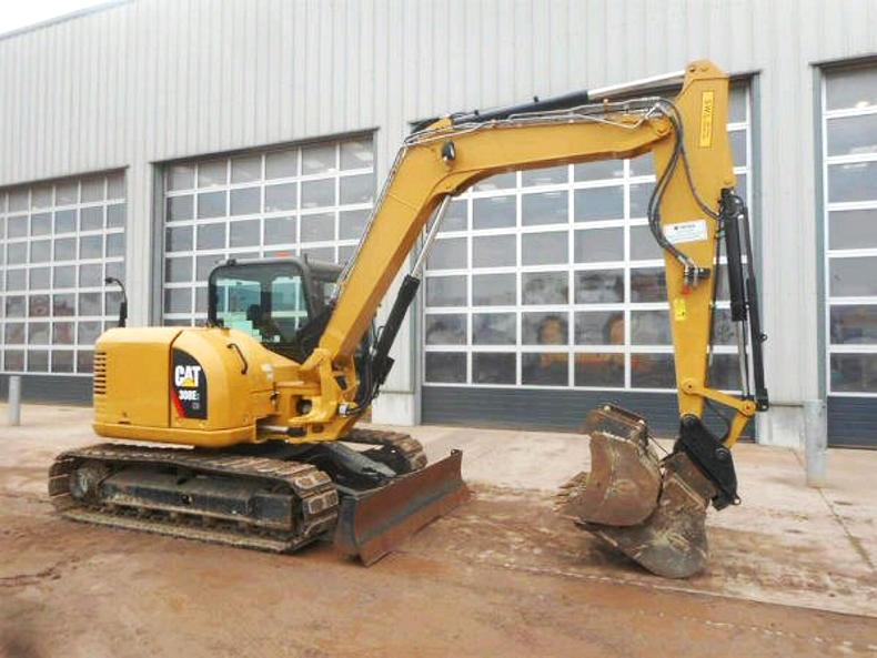 A 2013 Caterpillar 308E2 with only 898 hours sold for £38,500 complete with three buckets, quick hitch, auxiliary piping and on 450mm rubber block pads.