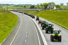 Farmers chasing UK tractor deals