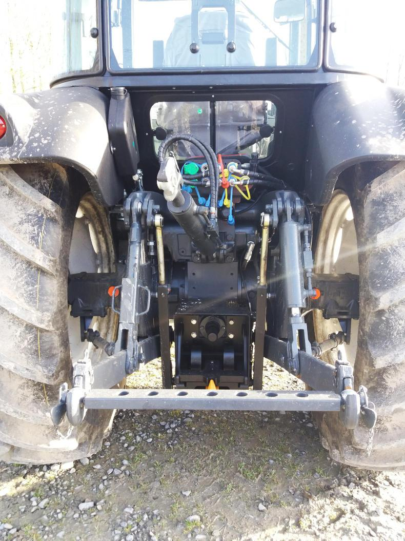 The tractor came with 4 hydraulic spool valves and a hydraulic top-link