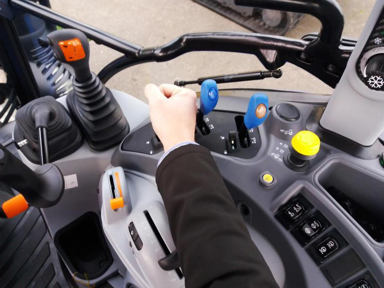 The mechanical hydraulic control levers were within easy reach and could also be locked to prevent inadvertent use.